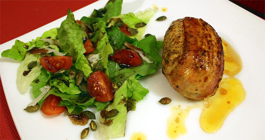 Rolada z piersi kurczaka z roquefortem i suszonymi pomidorami2