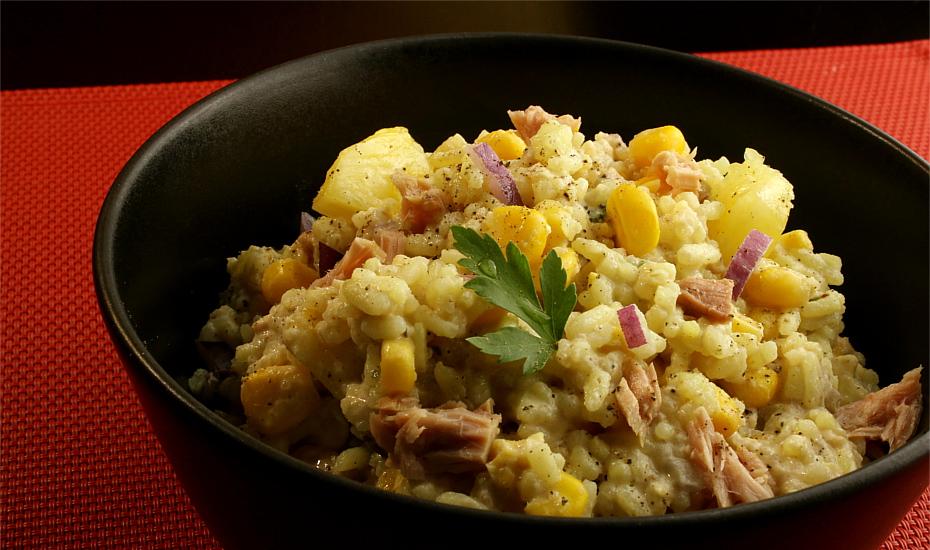 Ryżowa sałatka z tuńczykiem i ananasem