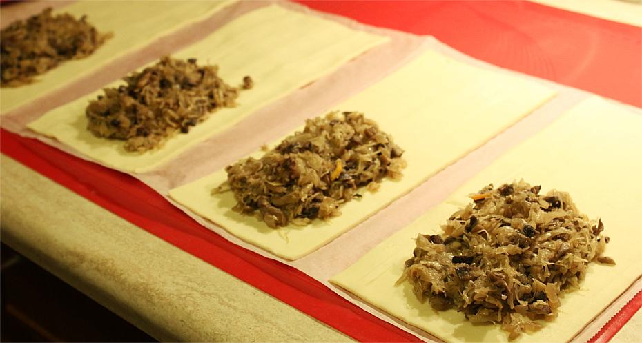 Pasztecik z kapustą i grzybami making of