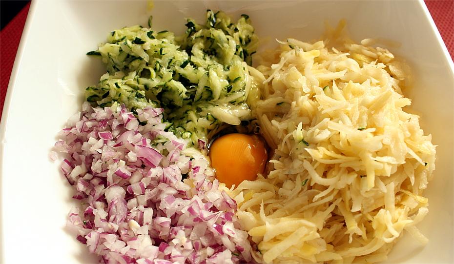 Placki z ziemniaków i cukinii z sosem musztardowym