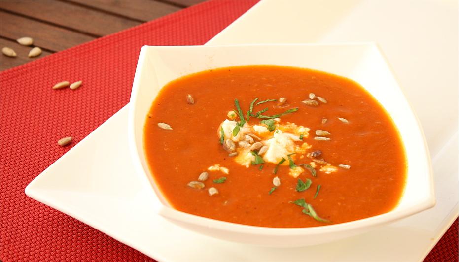 Lekko pomidorowa zupa z pieczonej papryki