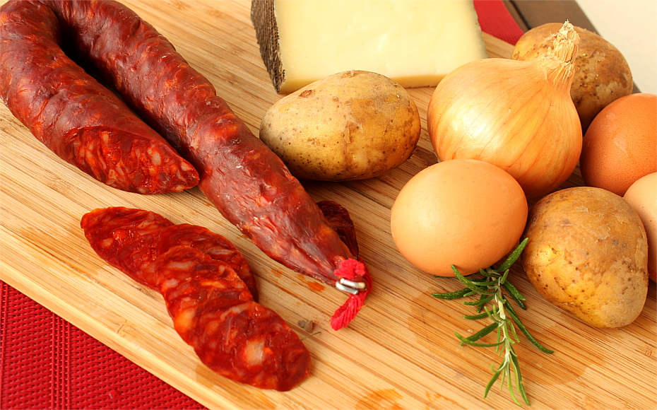 Hiszpański omlet z ziemniakami i chorizo
